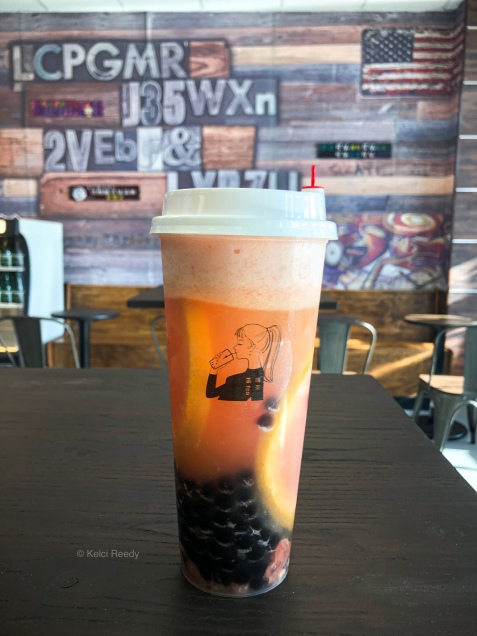 Grapefruit tea with grapefruit slices and boba pearls